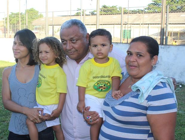 Sósias de Thiago Silva e David Luiz têm rotina de celebridade no ... 58c7c34363db5