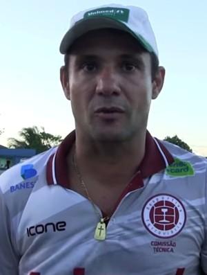 Fabiano Rossato, técnico da Desportiva Ferroviária (Foto: TV Tiva)