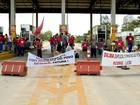 Caminhoneiros e MST ocupam pedágio por duas horas em Pelotas