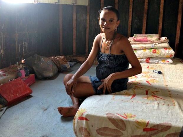 Grávida passou a morar em casa alugada pela prefeitura de Guajará-Mirim, RO (Foto: Dayanne Saldanha/G1)