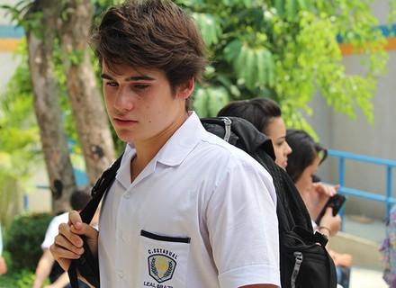 Rodrigo abandona aula após término com Luciana