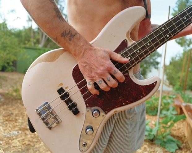 O baixo de Flea (Foto: Divulgação/Fender)