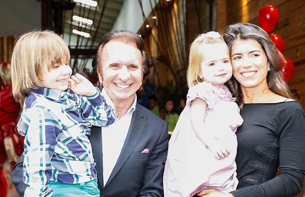 Emerson com a mulher, Rossana Fanucchi, e os dois filhos (Foto: Ag News)