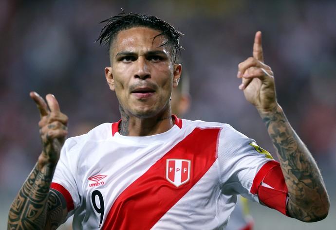 Guerrero comemora gol do Peru contra a Argentina (Foto: Mariana Bazo/Reuters)