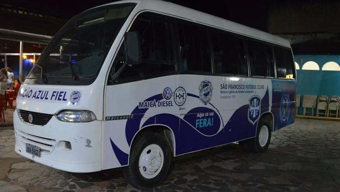 Micro-ônibus São Francisco (Foto: Weldon Luciano/GloboEsporte.com)