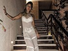Gabriela Pugliesi usa transparência e deixa calcinha comportada à mostra