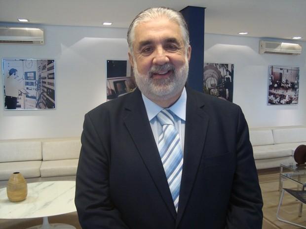 Prefeito Valdomiro Lopes durante entrevista  (Foto: Natália Clementin/G1)