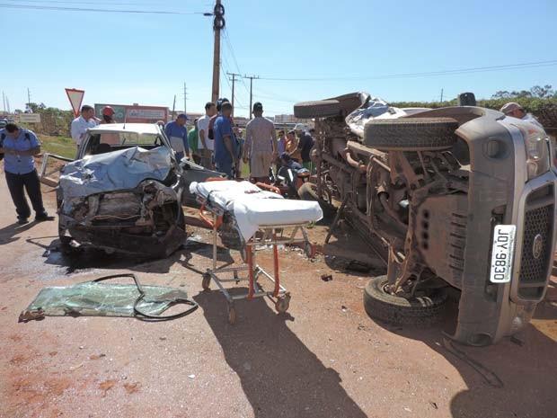 Veículos envolvidos no acidente na BR-242, próximo a Luís Eduardo Magalhães (Foto: Ivan Rodrigo/ Blog do Braga)