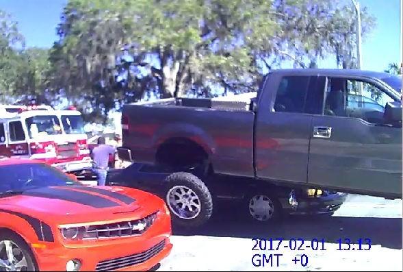 Briga de trânsito em Ocala, na Flórida  (Foto: reprodução )