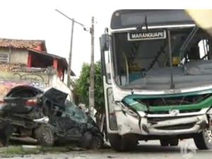 Policial dirigia em alta velocidade e morreu na hora (Foto: Reprodução/TV Diário)