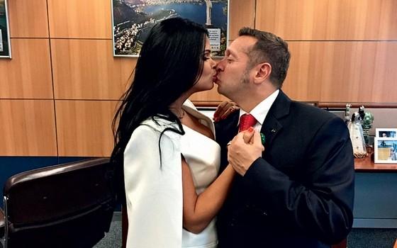 O ministro do Turismo Alessandro Teixeira e sua esposa Milena Santos (Foto: Divulgação)