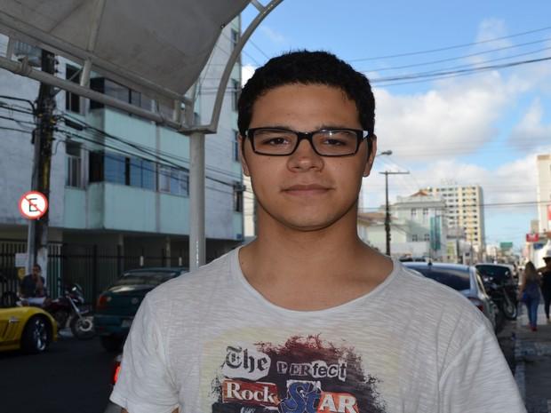 SÁBADO (8) - ARACAJU (SE) - O estudante Ivo Ritir, de 22 anos, disse que se dedicou muito aos estudos nos últimos meses e acredita que fez uma boa prova. (Foto: Marina Fontenele/G1)