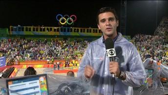 Reveja reportagem de Guilherme Marques sobre a medalha de ouro do Brasil no Vôlei de Praia (Reprodução / Twitter FC Barcelona)