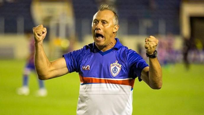 Ailton Silva, técnico do Itabaiana (Foto: Ricardo Espinheira)