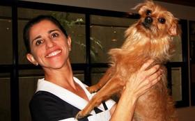 Cachorrinha que 'engoliu o chip' de Berilo ganha carinho de Andrea Bassit