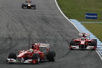 Em 2010, Massa teve que dar passagem a Alonso em polêmico pedido da Ferrari (Foto: Getty Images)