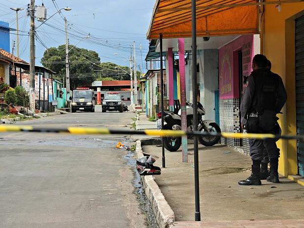 Área foi isolada para evitar riscos à população  (Foto: Luis Henrique Oliveira/G1 AM)