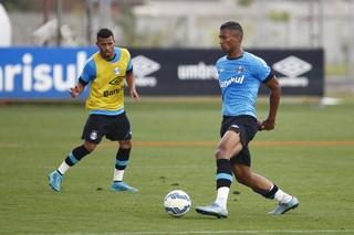Volante Walace em treino do Grêmio no CT Luiz Carvalho (Foto: Lucas Uebel / Grêmio / Divulgação)