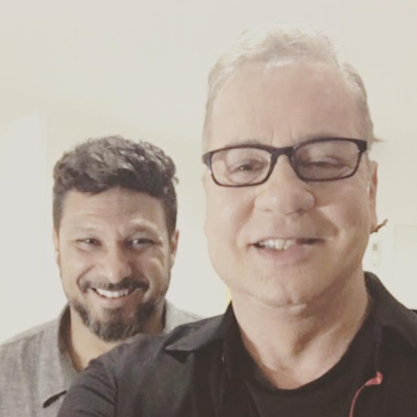 O casal Adriano Medeiros e Luiz Fernando Guimarães (Foto: Reprodução/Instagram)