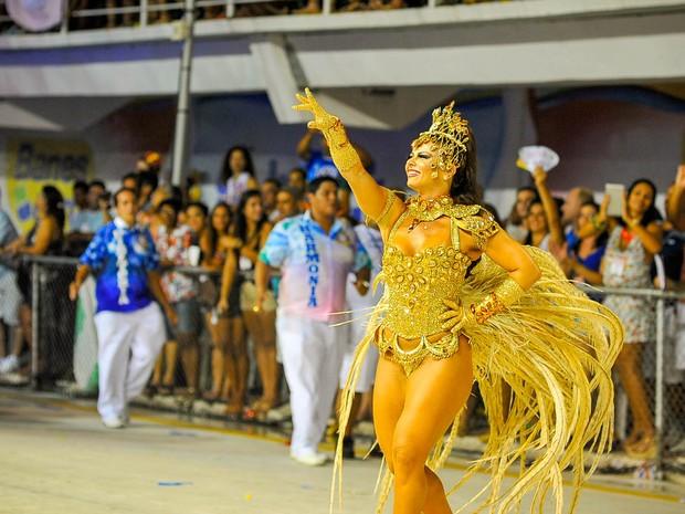 Rainha das rainhas de carnaval, Viviane Araújo, deu show pela Boa Vista, em Vitória. (Foto: Weliton Aiolfi/ G1)