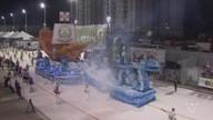 Carnaval de Santos atrai multidão e alegra a avenida