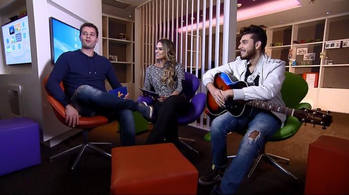 Pedro e Aline batem um papo descontraído com o cantor Gustavo Mioto (Foto: reprodução EPTV)