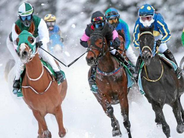 Bancos suíços cortejam clientes com mordomias, como corrida de cavalo sobre o gelo  (Foto: swissimage.ch)