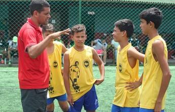 Ex-campeão pelo Corinthians realiza projeto para tirar crianças da rua em PE