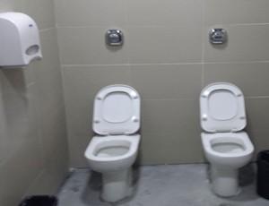 banheiro na Arena da Baixada (Foto: Felipe Schmidt)