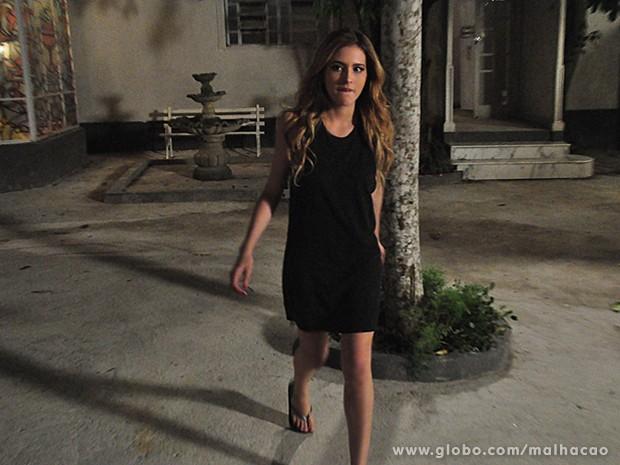 Sofia segue Anita pelo casarão e vai parar no quarto de Ben (Foto: Malhação / TV Globo)