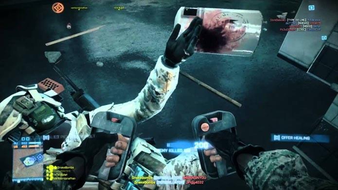 Desfibriladores são uma arma curiosa e mortal no game (Foto: Reprodução/Youtube)