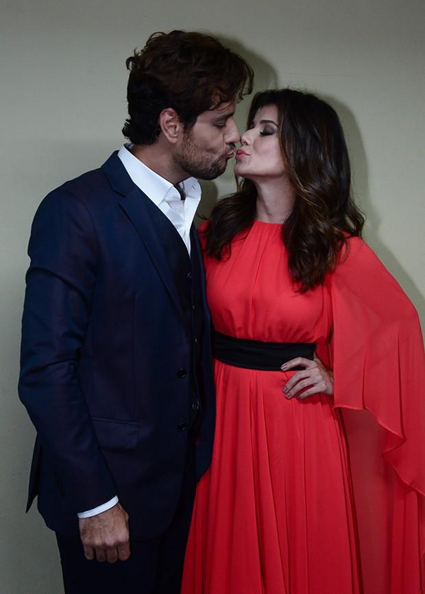 Paula Fernandes e Thiago Arancam (Foto: Francisco Cepeda/AgNews)