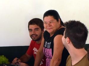 Helena Miguel trabalha há 21 anos em república da Esalq em Piracicaba (Foto: Leon Botão/G1)