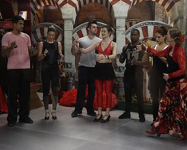 Famosos participam de workshop na casa do 'Dança' (Foto: Fábio Rocha/ TV Globo)