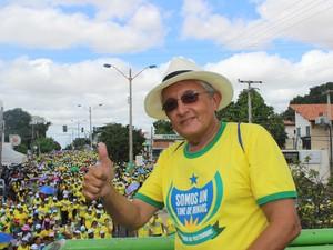 Padre Toni Batista comemora resultado da 19ª Caminhada da Fraternidade (Foto: Gilcilene Araújo/G1)