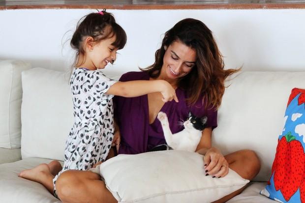 Camila Lucciola e a filha, Felipa, em ensaio de Dia das Mães a convite de uma grife (Foto: Divulgação)