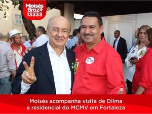 De paletó, o senador José Pimentel abraça Moisés Braz, candidato a deputado estadual, durante uma visita da presidente Dilma Rousseff a Fortaleza (Foto: Reprodução/Facebook)