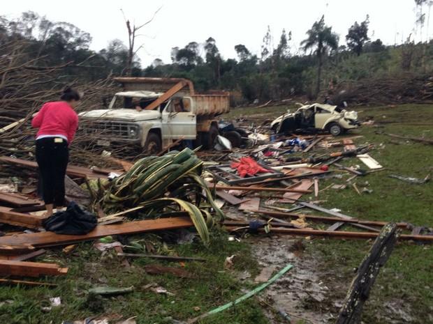 Vinte e três pessoas ficaram feridas durante a tempestade  (Foto: Michelli Arenza / RPC)