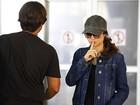 Nanda Costa grava cenas de Morena disfarçada em aeroporto do Rio