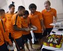 Dentinho faz 28 anos e ganha bolo de aniversário do Shakhtar Donetsk