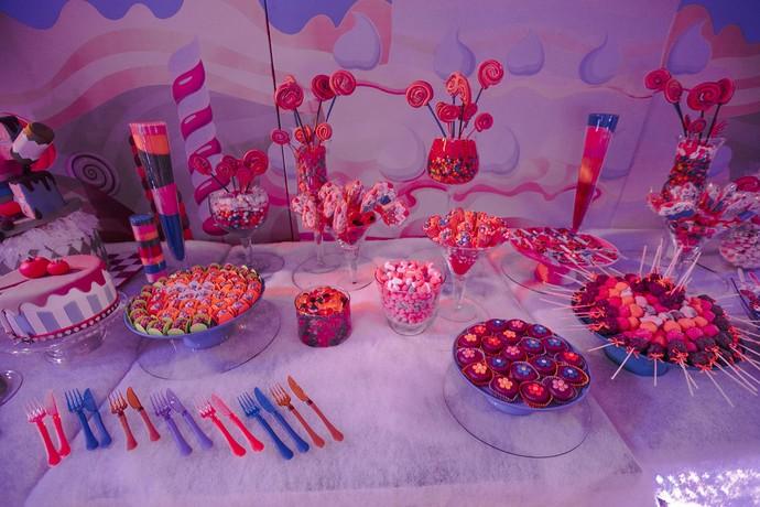 Onde aperta pra ter esse mesa de doces lá em casa??? (Foto: Raphael Dias / Gshow)