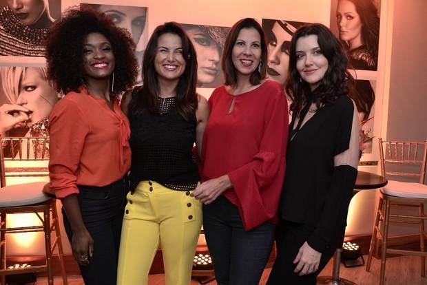 Erica Januzza, Ursula Corona, Carla Daniel e Larissa Maciel - na inauguração do salão de Fernando Torquato (Foto: Roberto Teixeira/EGO)