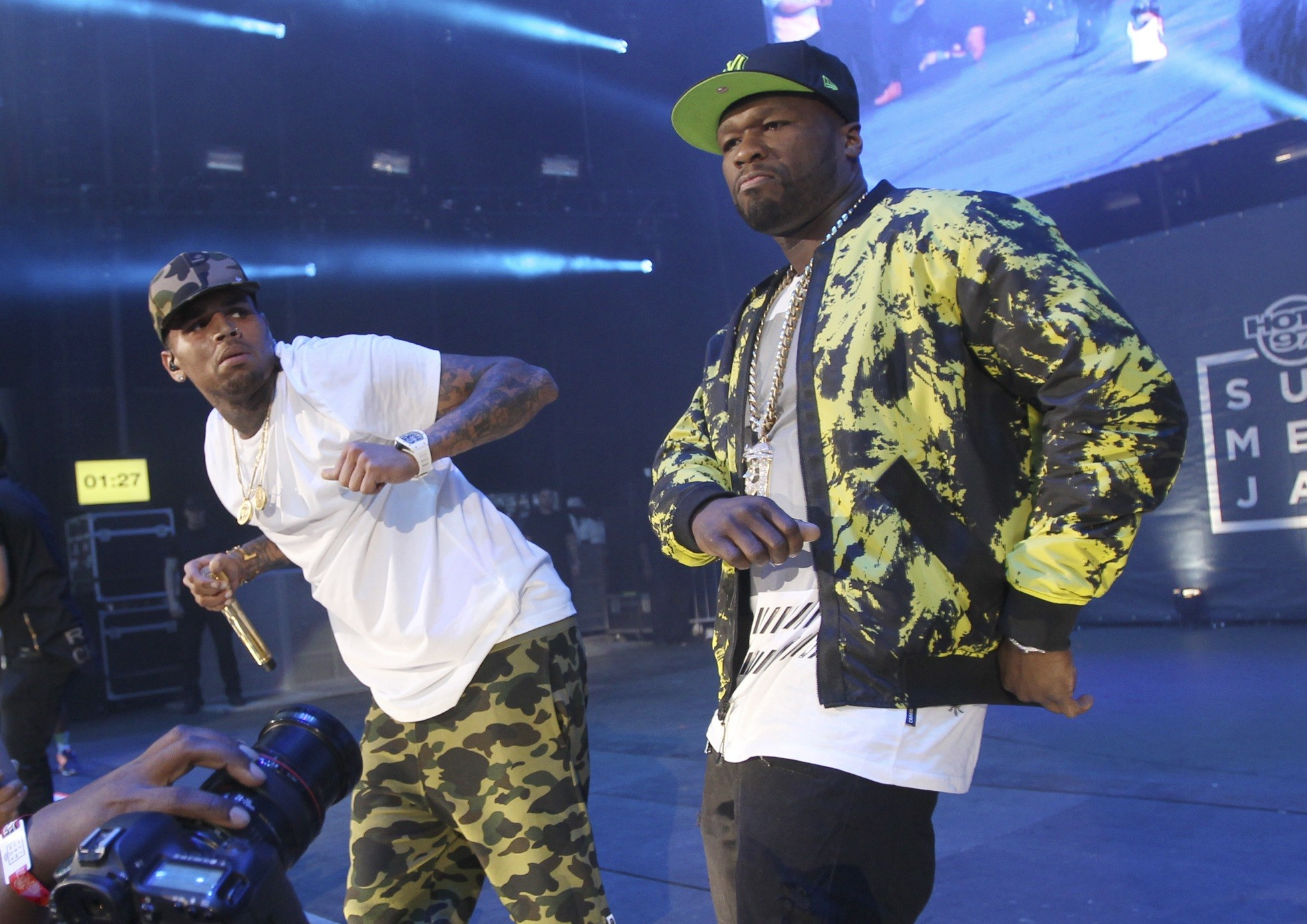 50 Cent lana 'No Romeo No Juliet' com Chris Brown (Foto: Donald Traill/Invision/AP)