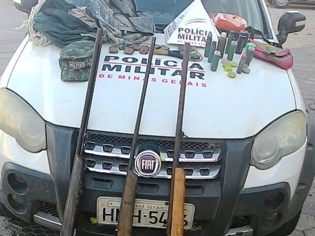 Materiais apreendidos pela Polícia Militar (Foto: Polícia Militar/Divulgação)