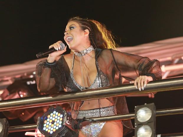 Alinne Rosa cantando no carnaval (Foto: Mauro Zaniboni /Ag Haack)