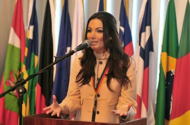 Patrícia Poeta discursou na Assembleia Legislativa (Foto: Vinicius Reis/Agência ALRS)
