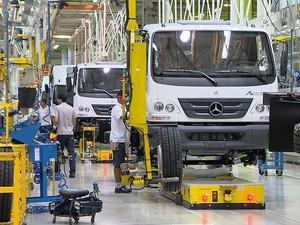 3da3329df G1 - Funcionários da Mercedes-Benz de MG cobram solução para atual ...