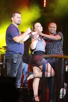 Xand, Solange Almeida e Thiaguinho em show  por Fortaleza, no Ceará (Foto: Nara Fassi/ Ag. FPontes/ Divulgacao)