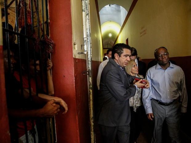Ministro Joaquim Barbosa durante visita à Cadeia Pública em Manaus (Foto: Divulgação/ TJ-AM)