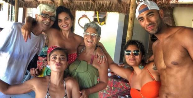 Juliana Paes reunida com a família (Foto: Reprodução/Instagram)